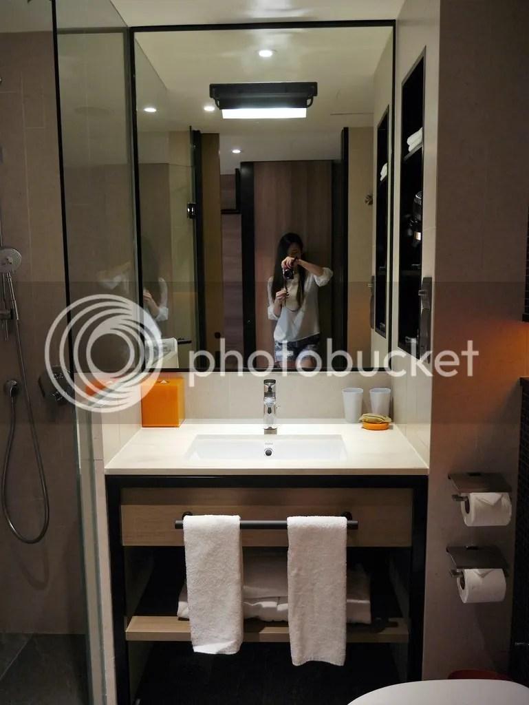 bathroom hotel jen tanglin