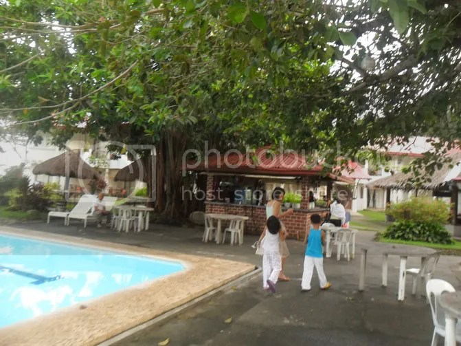 pool-resort-bacolod-philippines