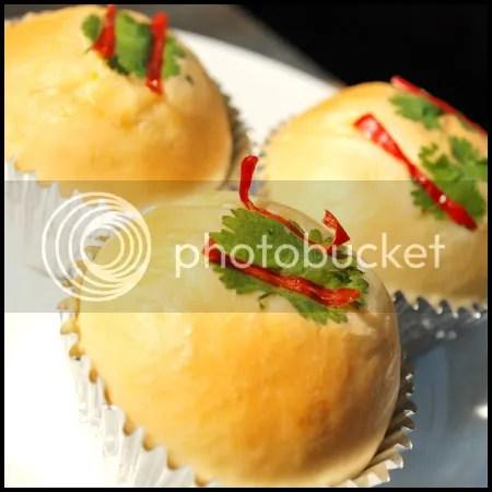 ขนมปังไส้ทูน่าหมูหยอง