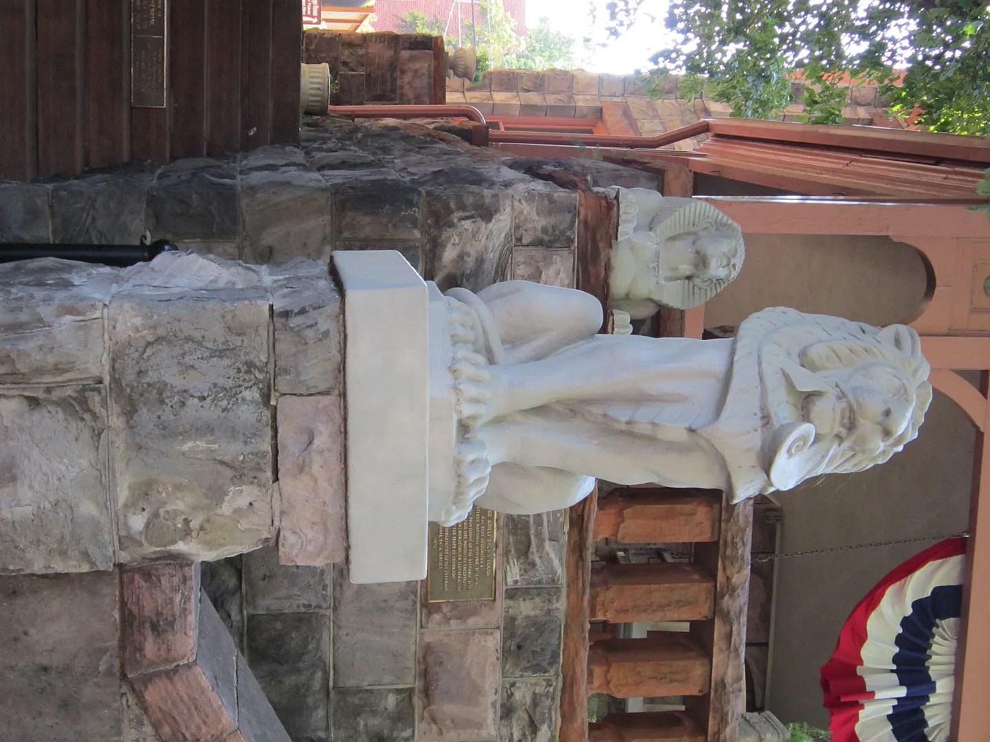 Molly Brown House statues