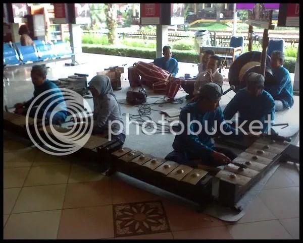 Konser musik di Stasiun Bandung