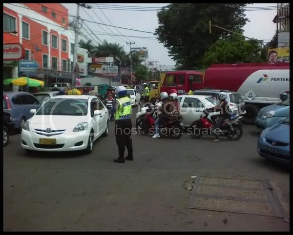 Pak Polisi yang sibuk
