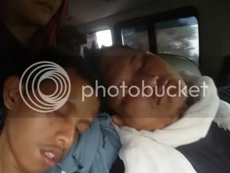 Kang Bodrex yang tidur mesra dengan Mas Nopy