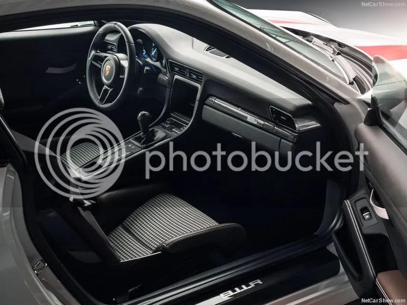 photo Porsche-911_R_2017_800x600_wallpaper_11.jpg