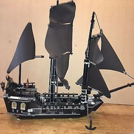 Pirates Of The Caribbean The Black Pearl Set Lego 4184