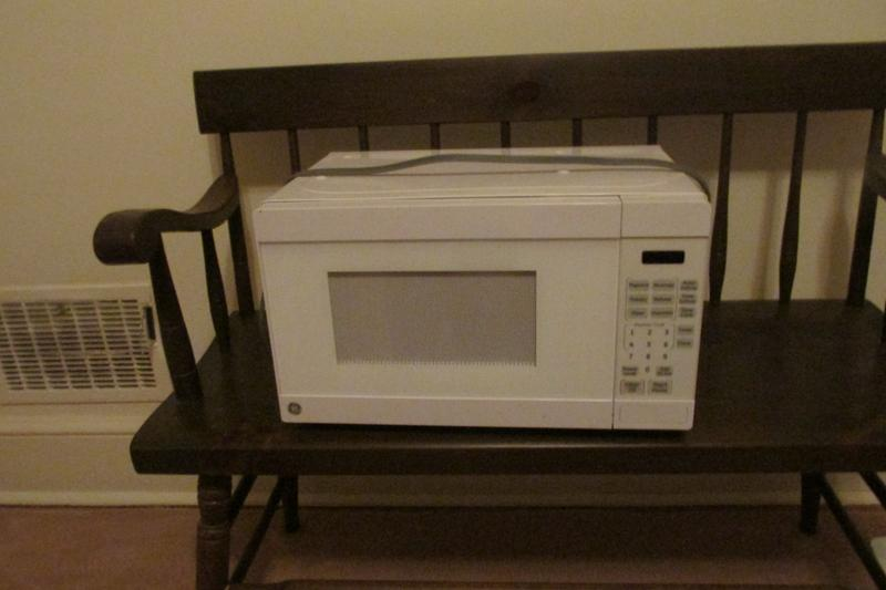 ge 0 7 cu ft capacity countertop microwave oven white