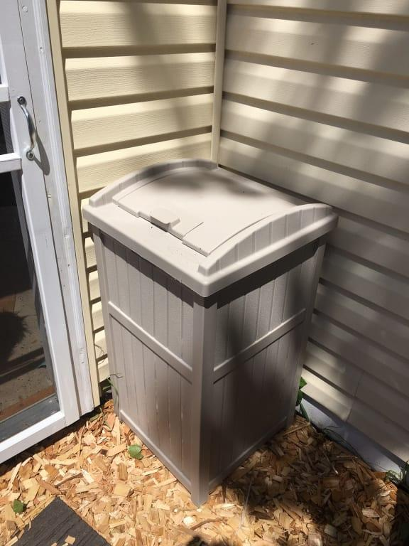suncast 33 gallon outdoor hideaway trash container for patio taupe