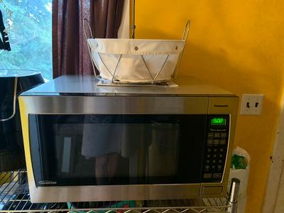 panasonic genius sensor 2 2 cu ft 1250w microwave oven with inverter technology