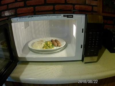 frigidaire 1 6 cu ft mid size countertop microwave oven stainless steel