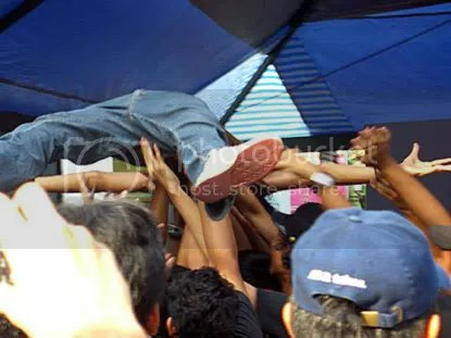 dung? crowd surf!