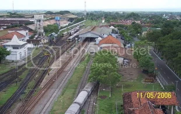 (foto minjem) stasiun madiun + KRDI Madiun Jaya di jalur 4