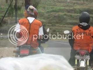 Konvoi penegak disiplin yang tidak sebagian besar tidak pakai helm!!