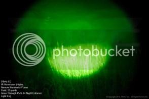 DBAL-D2 Iluminador IR, alta potencia, enfoque estrecho. Campo a 25 metros visto a través de un PVS-14 Night Enforcer con algo de niebla.