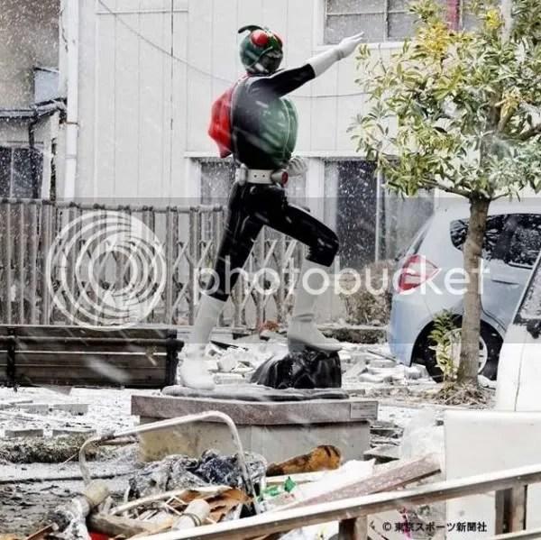 Kamen Rider Statue still standing after tsunami.