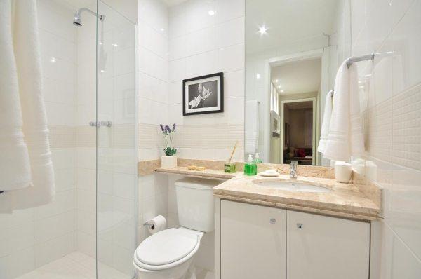 Салют: Дизайн маленькой ванной комнаты с душевой кабиной