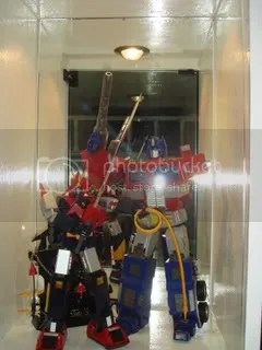 robot diecast (voltes v and optimus prime)