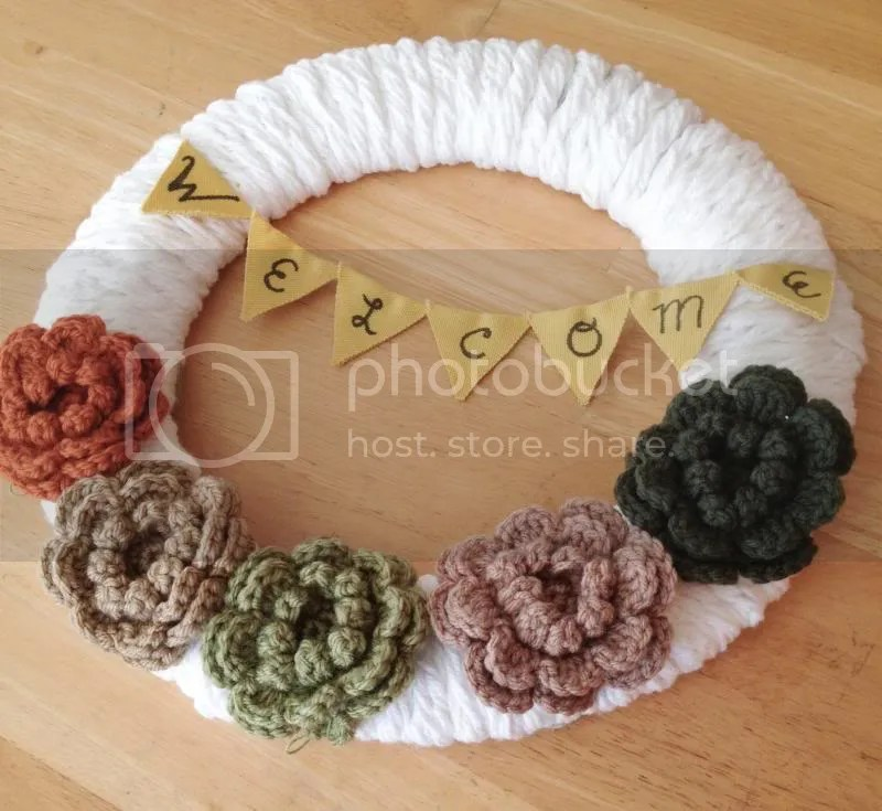 Crochet Fall Welcome Wreath from Julie is Coco and Cocoa [Favorite Fall Decor at High-Heeled Love]