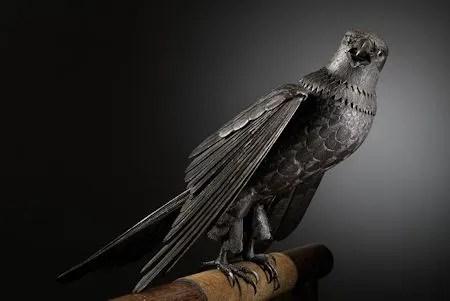 photo ItaoShinjiroAdjustableIronStatueOfHawkBefore1894JapaneseCallTheseSculpturesJizaiOkimono.jpg