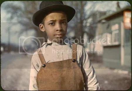 photo YoungAfricanAmericanBoyCincinnatiOhio1942Or1943PhotoJohnVachon.jpg