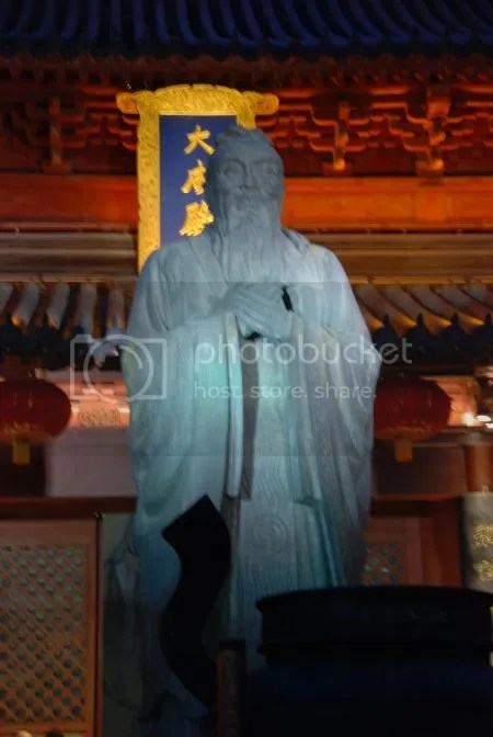 photo DSC_0688BronzenBeeldConfucius.jpg