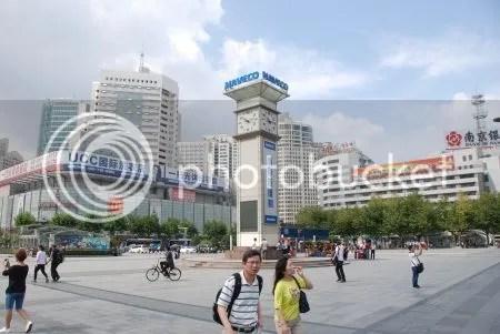 photo DSC_0667PleinVoorStationShanghai.jpg