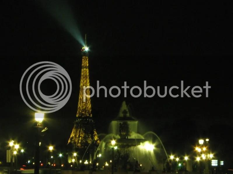 Turnul Eiffel văzut dinspre Jardin des Tuilleries