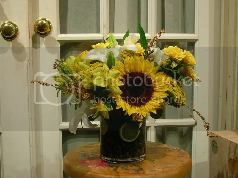 a little lemon helps accent the glass vase... its a good thing