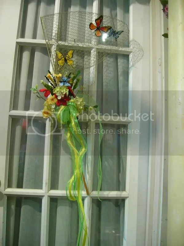 The centerpiece is approximatley 3ft by 2ft