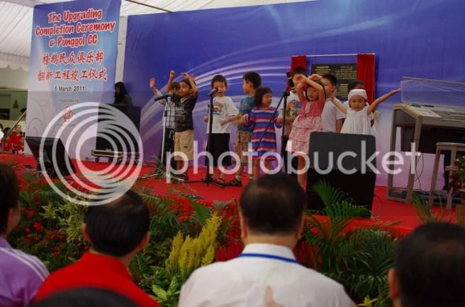 kids singing haha!