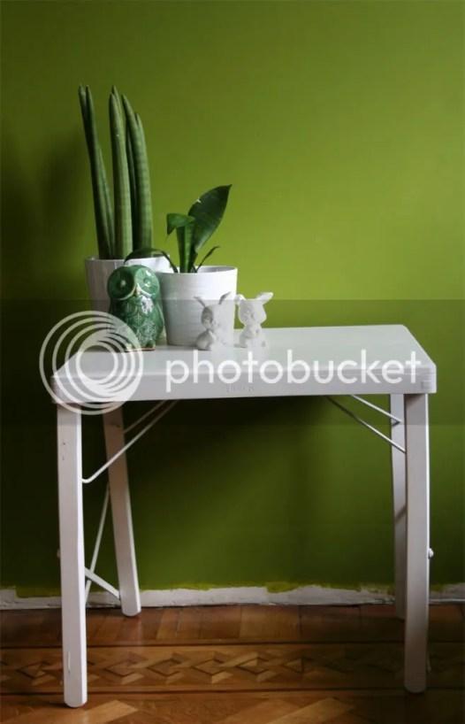 Wit gelakt tafeltje