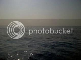 Aselinya terang benderang, laut seperti bertabur berlian. Subhanallah. .... photo 10390474_10203122028004357_7611725736201853732_n.jpg