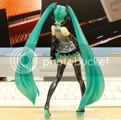 1/7 Scale Hatsune Miku Figure - 4