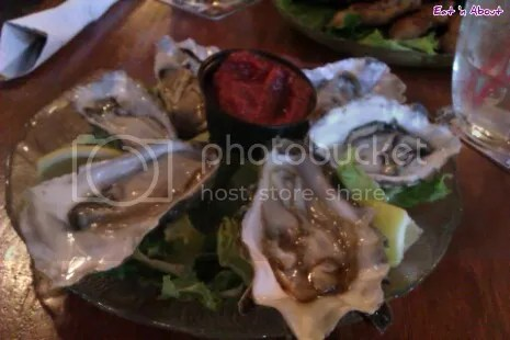 Fanny Bay Inn: Naked Oysters