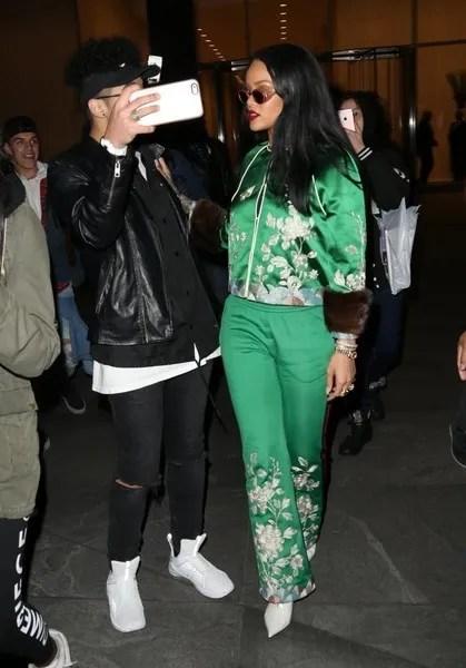 photo RihannaStepsOutInNYCG_kfbmfJxYpl.jpg