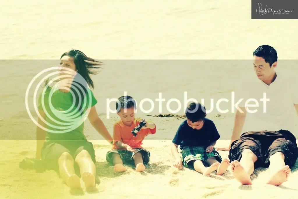 family,beach,photography,cebu photographer,jeffroger kho,gilbert chua,nolasco family,rock paper scissors,plantation bay,cebu philippines