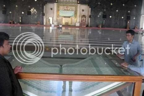 Inilah Al-Quran Raksasa yang ada di Makasar