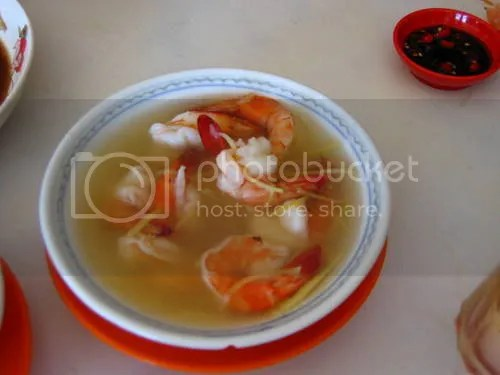 Sandakan is not known for its fresh seafood for nothing. This simple dish of prawns flavoured with rice wine and ginger was so flavourful and the prawns lusciously firm and fresh...