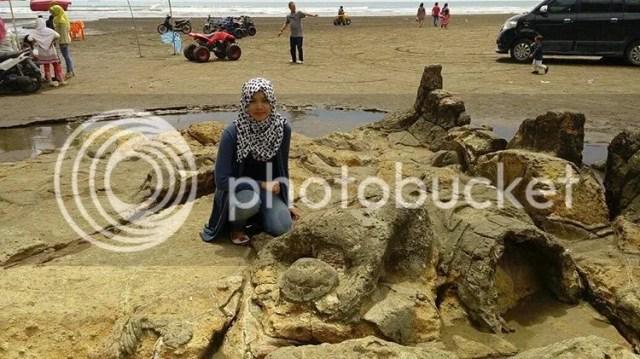 Pantai Air Manis Sumber Foto : www.google.com