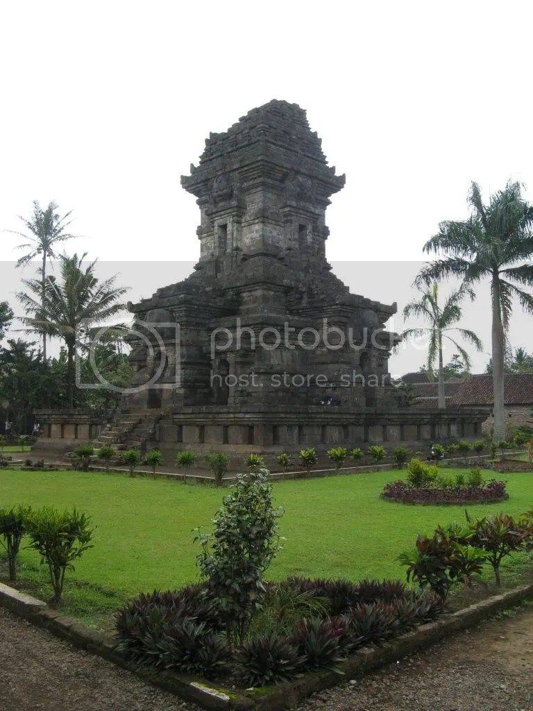 Panataran,Panataran,Java,Java,Sulewesi,Indonesia,Indonesia,market,Bejak,tropic,temple,barbie
