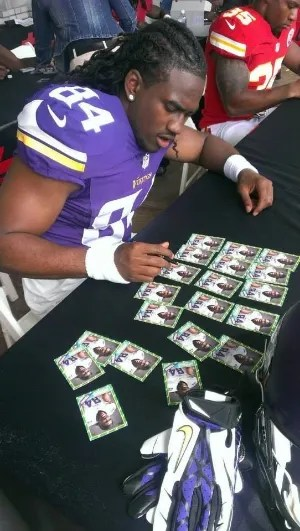 Vikings rookie Cordarrelle Patterson signing for Topps