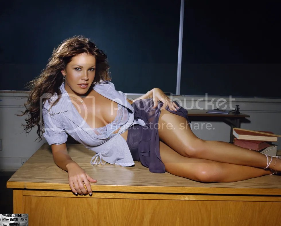 https://i1.wp.com/i670.photobucket.com/albums/vv68/Stilcho/sexy2/orig_Nikki_Cox_HOT_TEACHER_Sexy_-3.jpg