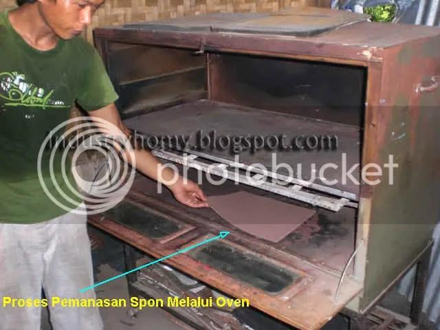 pemanasan spon melalui oven