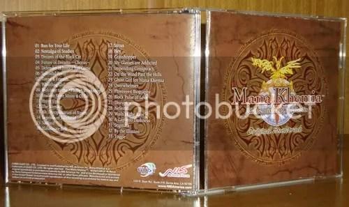 A caixinha da OST aberta, com sua capa original.
