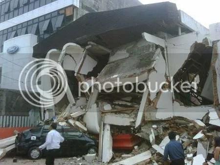 Foto-foto gempa Padang , kerusakan sangat parah ratusan korban meninggal dunia