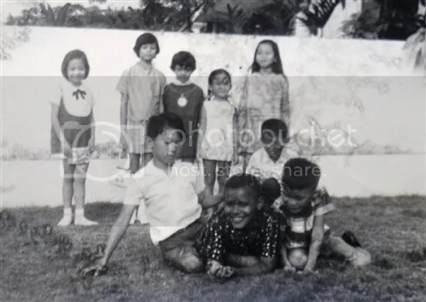 Sosok kecil Obama yang lebih dikenal dengan panggilan Barry ketika bermain-main dengan teman kecilnya di Menteng saat pesta ulang tahun rekan sekelasnya