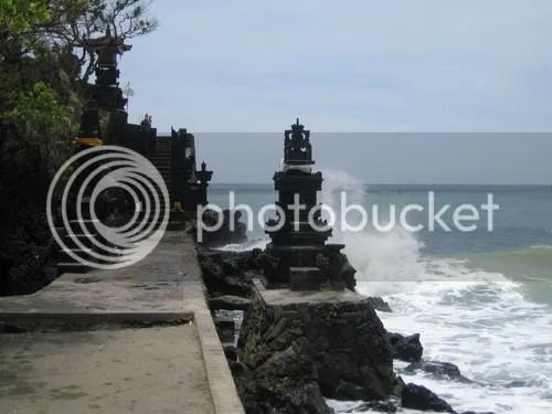 Salah satu bangunan candi (Pura) umat Hindu yang ada di pantai  Senggigi