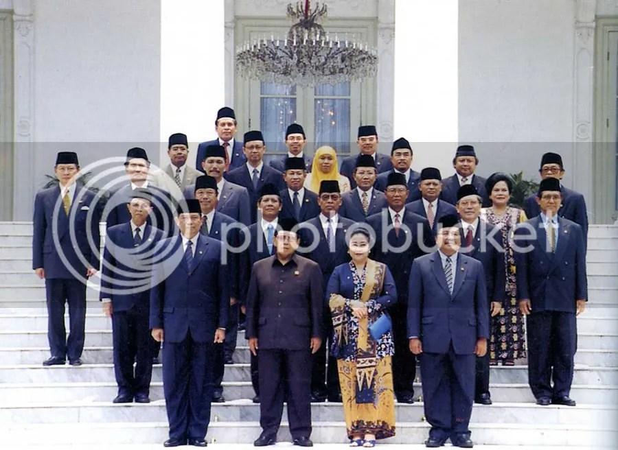 Presiden ke-4 RI Abdurrahman Wachid Beserta Kabinetnya