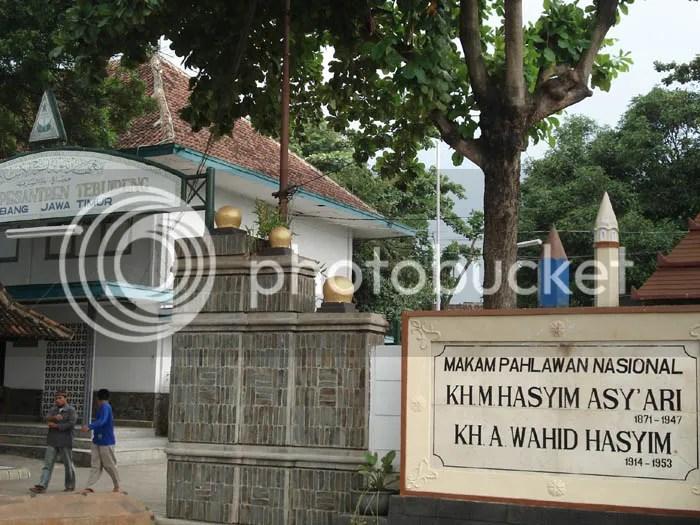 Kompleks Pemakaman Keluarga Gus Dur (KH Wachid Hasyim dan KH Hasyim Ashari)