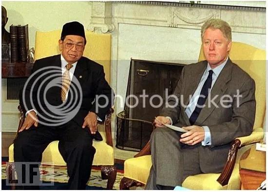 Semasa menjadi Presiden Indonesia ke-4 Gus Dur Bersama Bill Clinton