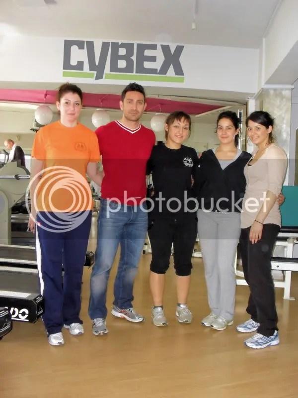 αθλήτριες της Τελχινίδας με τον Μελέτη Τουρλούγκο (CYBEXgym)